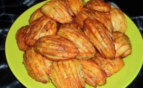 Sütőben sült vajas – fűszeres burgonya