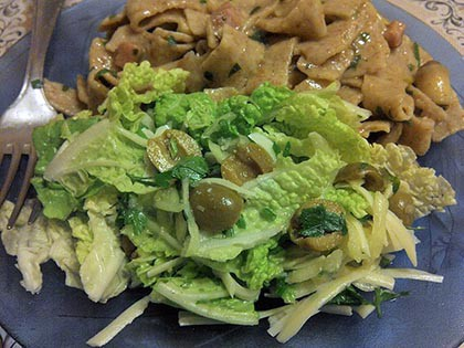 Parmezános kínai kel saláta
