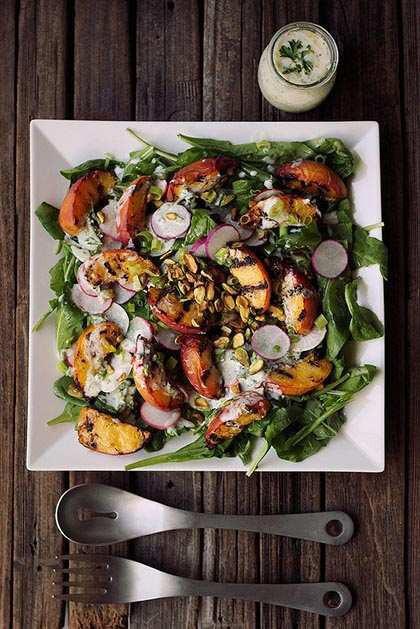 Grillezett őszibarack saláta