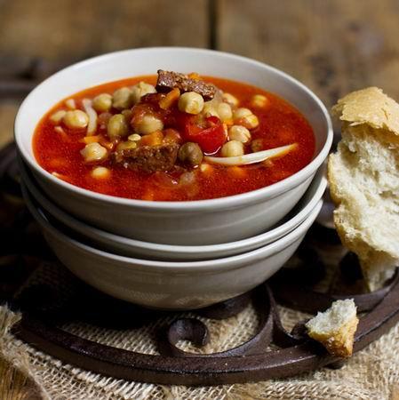 Kolbászos  csicseriborsó leves