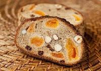 Házi kenyér magvakkal és aszalt gyümölcsökkel