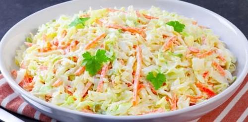 Nyers kelkáposzta-saláta
