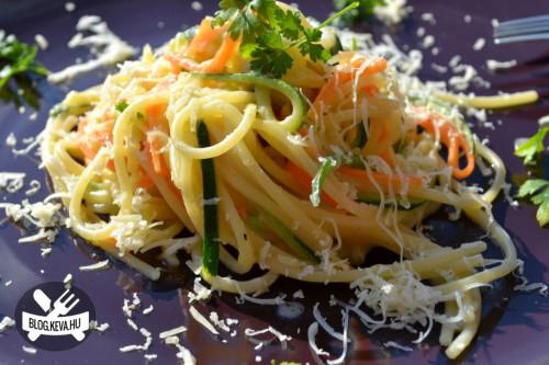 Szines sajtos spagetti