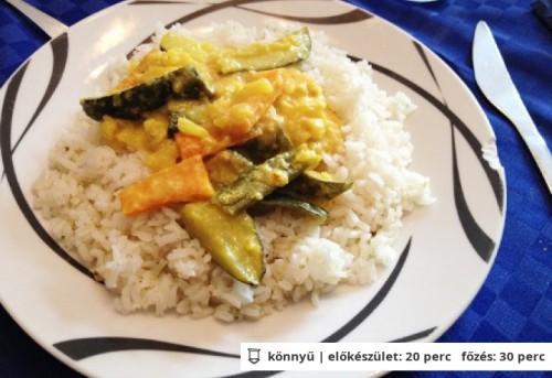 Zöldség curry párolt rizzsel