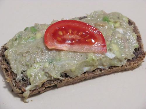 Tonhalas-avokádós szendvics