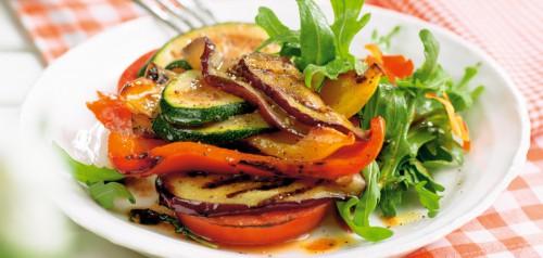 Grillezett zöldség saláta