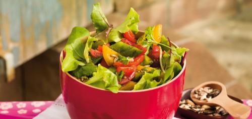 Színes paprika saláta húsossal