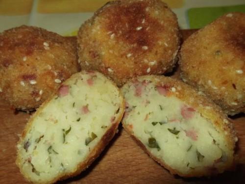 Virslis-krumplis golyók