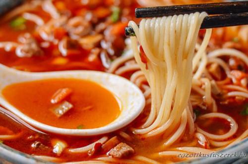 Shanghai Csípős Húsleves