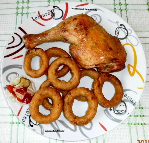 Sült csirkecomb hagymakarikákkal