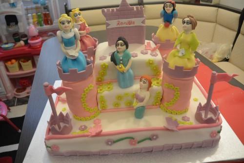 Kastély torta hercegnőkkel
