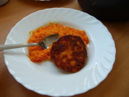 Sárgarépa-főzelék zöldségfasírttal
