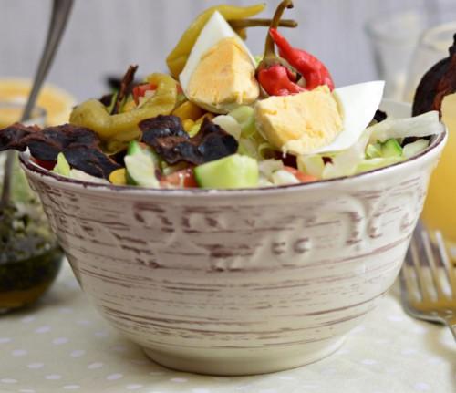 Tavaszi saláta főtt tojással  és pirított szalonnáva