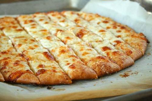 Sajtos fokhagymás hamis pizza