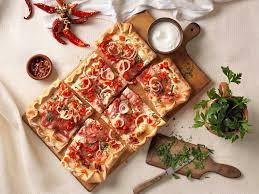 Szalámis, paprikás PIZZA