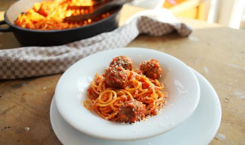 Spagetti húsgolyóval