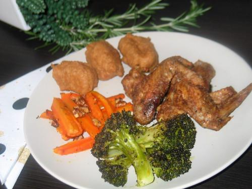 Sajtos puffancs és ropogós zöldség, f.csirkeszárny