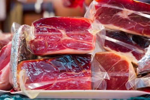 a nyers hús illata egy felnőtt szájából