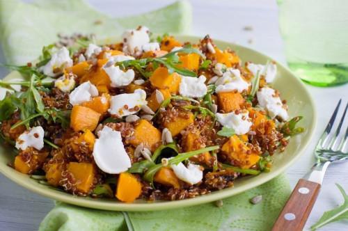 Sütőtökös-fetás quinoa