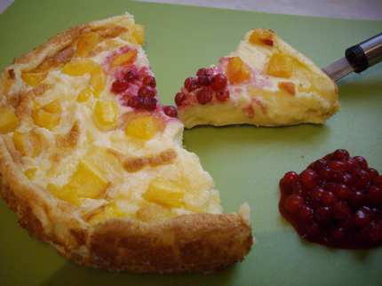 Gyümölcsös tejbedara torta ribizli szósszal