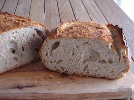 Pataki tálban sült félbarna kovászos kenyér